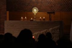 """Adwentowa celebracja dla młodzieży podhasłem """"Zaproście Jezusa dowaszych serc."""""""