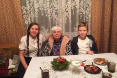 """Grupy młodzieży zDM """"ku Górze"""" przedświątecznie uchorych znaszej parafii"""